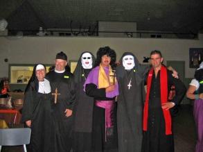 12 Groupe de religieux